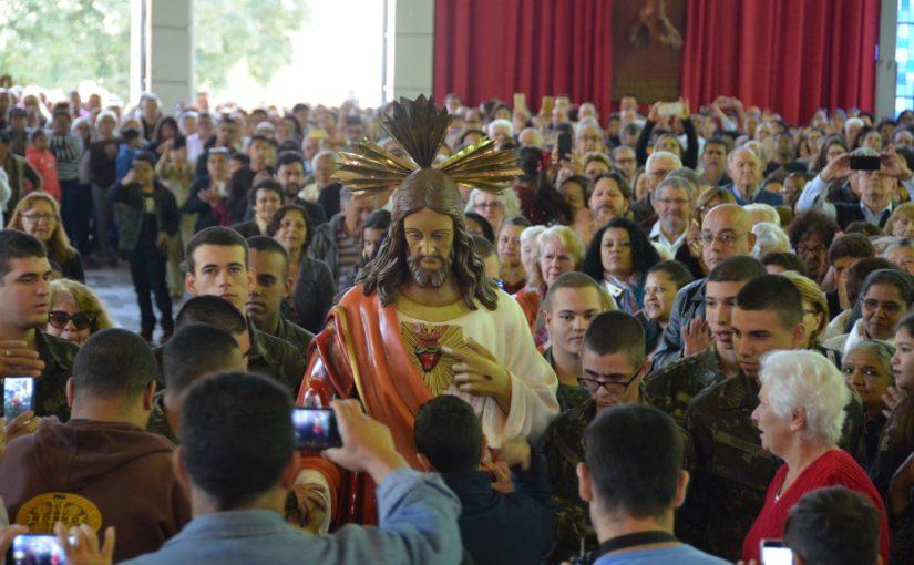 Fiés de toda arquidiocese celebram o Sagrado Coração de Jesus na Catedral de Londrina