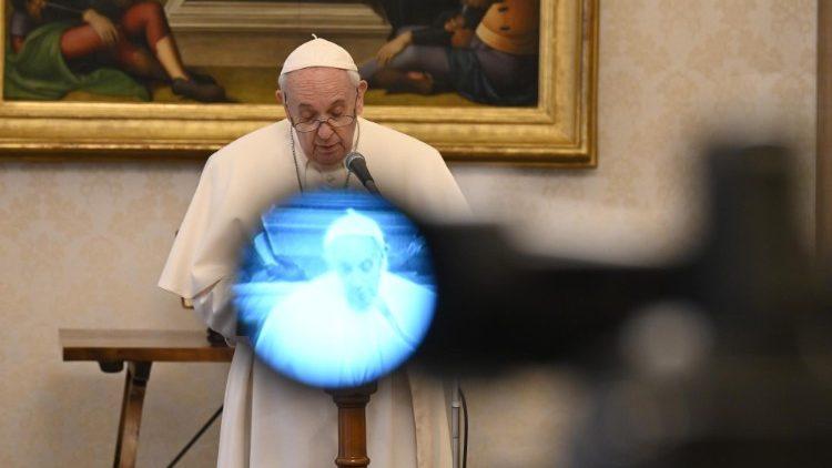 Papa aos media: ir aonde mais ninguém vai